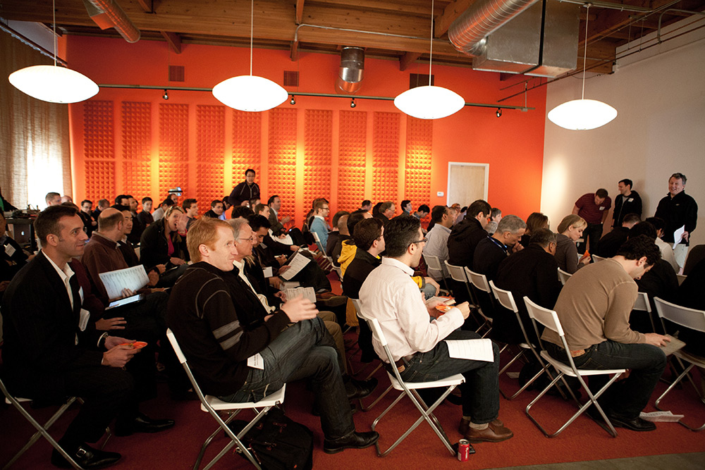 To fund Y Combinators top startups, VCs scoop them before Demo Day